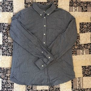 Gap The Tailored Shirt white polka dot on gray